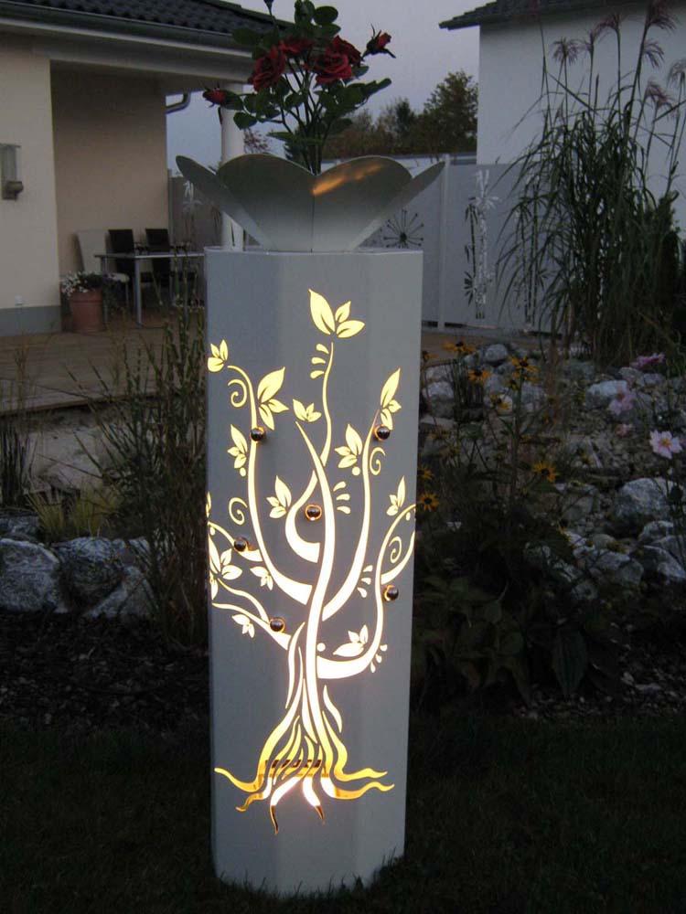 dekosaeule aus metall mit licht beleuchtet tiko metalldesign