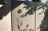 sichtschutz-grau-pflanzen-groß