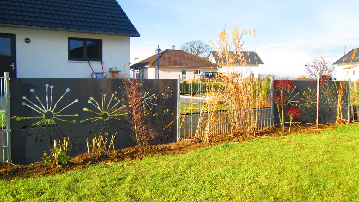 Sichtschutz mit motiv ganz individuell hier vergleichen - Gartenzaun metall gebraucht ...